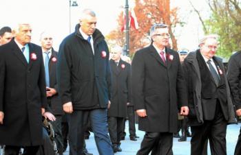 z12836194Q,Od-lewej--Jerzy-Buzek--Roman-Giertych--Bronislaw-Komorowski