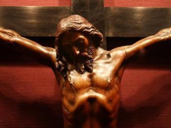 1994986-jezus-chrystus-na-krzyzu-643-482