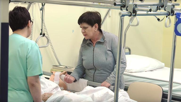 z21370014IE,Premier-Beata-Szydlo-odwiedza-rannego-BOR-owca