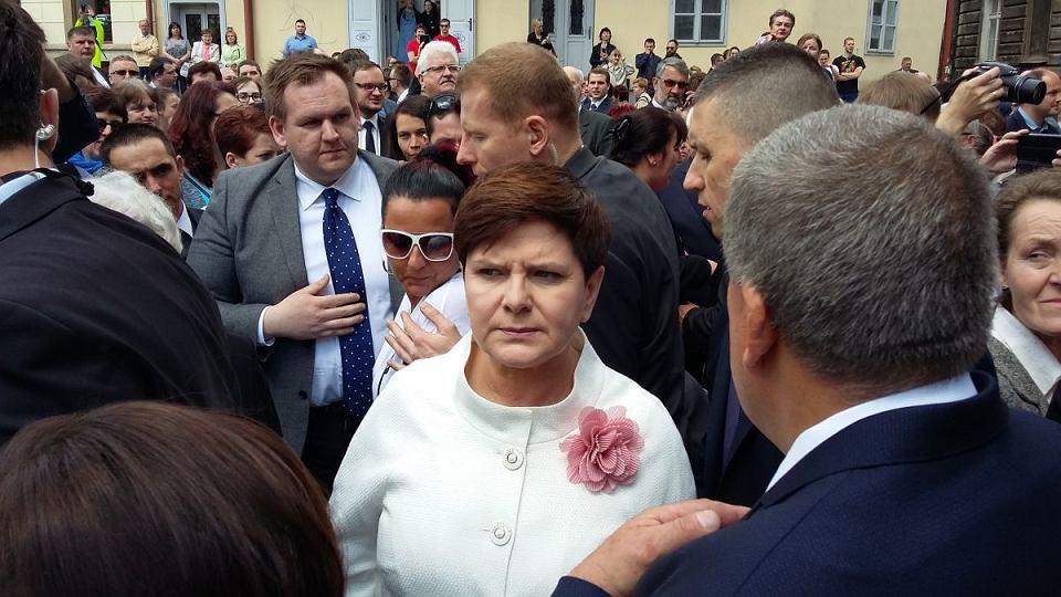 z21872119V,Premier-Beata-Szydlo-po-zakonczonej-uroczystosci-s