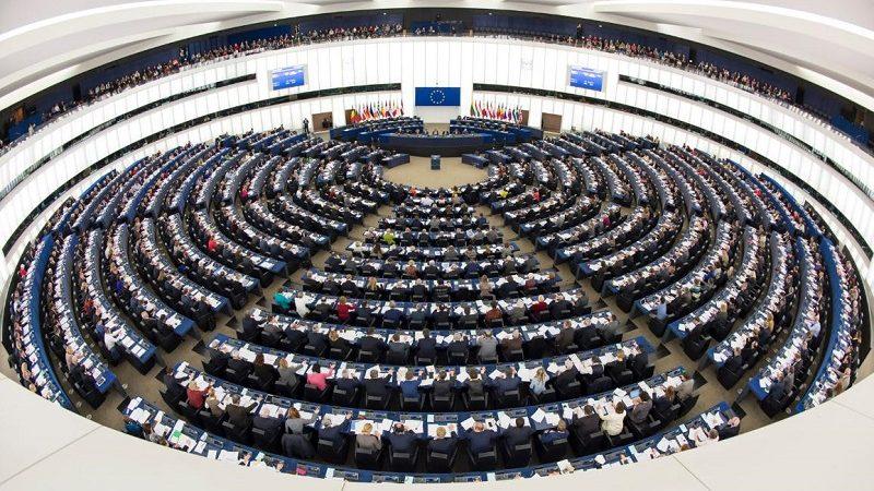 Parlament-Europejski-sala-obrad-w-czasie-głosowań-źródło-PE-800x450