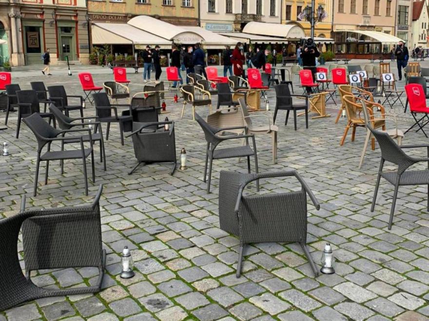gf-FnPL-Zaho-vzQY_protest-restauratorow-na-rynku-we-wroclawiu-1280x960