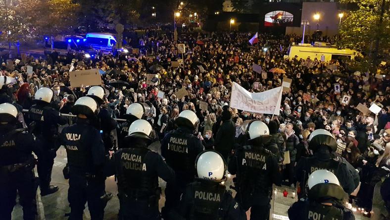 katowice-protest-w-zwiazku-z-wyrokiem-trybunalu-konstytucyjnego