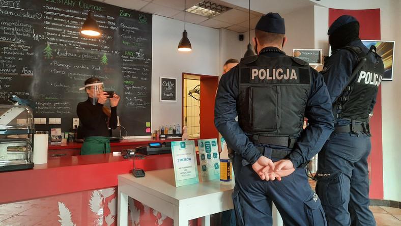 otwarte-restauracje-mimo-zakazu-restauracja-u-romana-katowice